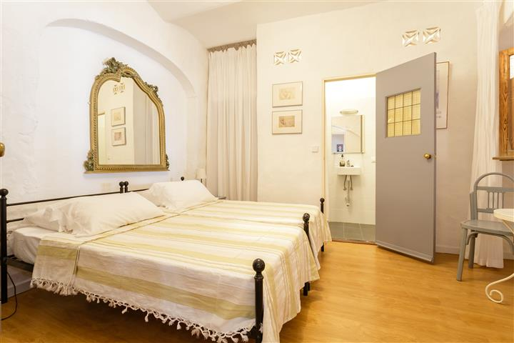 Guest Room 4a (Small)