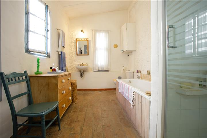 Owner's Bathroom (Small)
